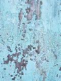 Textura da superfície de madeira velha com desintegração da pintura azul fotos de stock