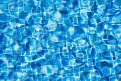 Textura das ondinhas da água na piscina Foto de Stock Royalty Free