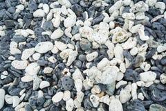 Textura das pedras redondas brancas e cinzentas Fotografia de Stock