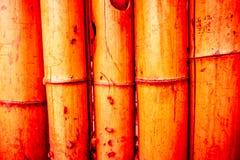 Textura de bambú del fondo de la cerca con marea de la cuerda el al frente y la parte inferior Fotografía de archivo
