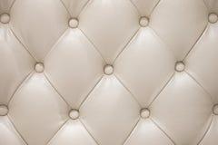 Textura de couro bege do sofá Fotos de Stock Royalty Free