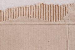 Textura de la caja de papel marrón o de la cartulina con rasgado Imágenes de archivo libres de regalías