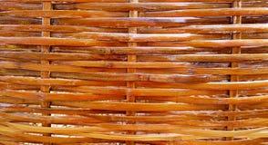 Textura de la cesta hecha de tiras de bambú tejidas Imagen de archivo