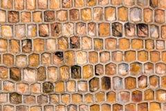 Textura de la colmena de una pared de piedra imagen de archivo