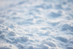 Textura de la corteza del hielo de la superficie plana de la luz y de las sombras en campo de nieve Imágenes de archivo libres de regalías