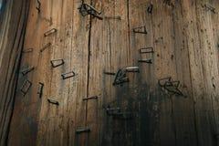 Textura de la línea eléctrica con las grapas Imágenes de archivo libres de regalías