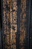 Textura de la madera oscura quemada en los bordes Imagen de archivo