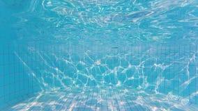 Textura de la onda en la parte inferior de la piscina almacen de metraje de vídeo