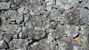 Textura de la pared de piedra de la roca real grande fotografía de archivo