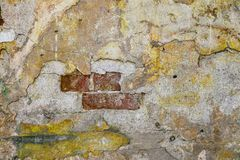 Textura de la pared vieja de la roca para el fondo con las ventanas fotos de archivo libres de regalías