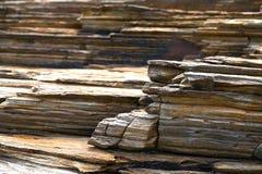 Textura de la piedra de la pizarra en los catedrales Ribadeo de los las de Playa fotos de archivo