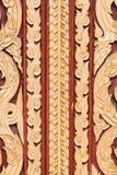 Textura de la puerta en templo tailandés El modelo asombroso Fotos de archivo