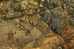 Textura de la roca oscura, agrietada Fotografía de archivo libre de regalías