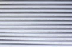 Textura de linhas horizontais metálicas Portas da garagem foto de stock royalty free