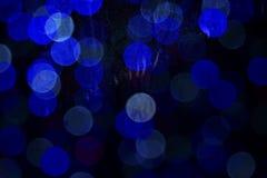 Textura de los descensos del agua sobre el vidrio Luces Defocused a través de una ventana mojada Imagen de archivo