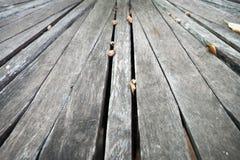 Textura de madeira cinzenta velha do fundo da prancha imagens de stock