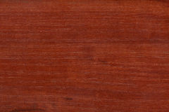 Textura de madeira lustrada vermelha Fotos de Stock