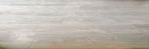 Textura de madeira macia clara da superfície do assoalho como o fundo, parquet de madeira envernizado O grunge velho lavou a opin foto de stock