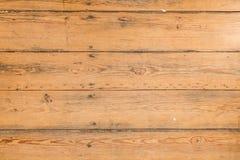 Textura de madeira, placa de madeira natural com folhas e serragem Fotografia de Stock Royalty Free