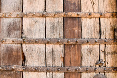 Textura de madera con el apoyo del metal Fotos de archivo