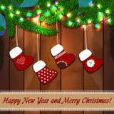 Textura de madera del Año Nuevo con las ramas del abeto Imágenes de archivo libres de regalías