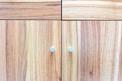 Textura de madera en armario Diversas líneas dirección crean un modelo Foto de archivo