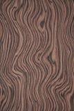Textura de madera Fondo texturizado rosado ondulado con las rayas oscuras foto de archivo