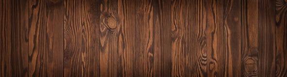 Textura de madera oscura, fondo en blanco de una tabla de madera marrón o f imágenes de archivo libres de regalías