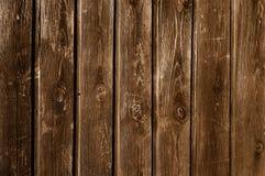 Cerca de madera sin pintar oscurecida Imagen de archivo