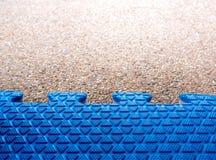 Textura de pavimentar a junção macia da espuma no assoalho concreto imagem de stock royalty free