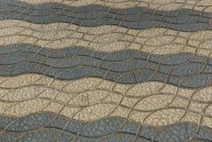Textura de pedra marrom cinzenta de pavimentos com um teste padrão fotos de stock royalty free