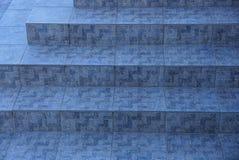 Textura de pedra de pavimentar telhas cinzentas nas etapas imagem de stock