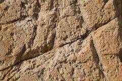 Textura de pedra vermelha rachada e porosa Foto de Stock Royalty Free