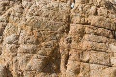 Textura de pedra vermelha rachada e porosa Imagens de Stock Royalty Free