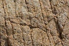 Textura de pedra vermelha rachada e porosa Fotos de Stock Royalty Free
