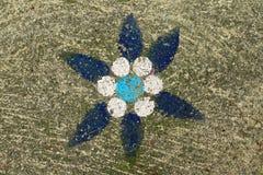 Textura de piedra concreta áspera pintada azul de la flor imagen de archivo libre de regalías