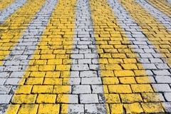 Textura de piedra del pavimento con crossin peatonal imagen de archivo libre de regalías