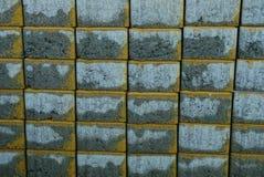 Textura de piedra gris de ladrillos de pavimentación mojados imágenes de archivo libres de regalías