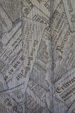 Textura de placas de madeira com jornais Estrutura e impressão de madeira Fundo preto e branco imagens de stock