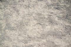 Textura de polvoriento y de Rocky Road con los rastros del coche y de la bicicleta fotografía de archivo