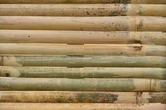 Textura de pranchas de madeira de bambu velhas imagem de stock