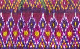 Textura de seda do teste padrão da cor completa da tela tailandesa de Sião fotografia de stock