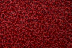 Textura de sujo na folha de couro vermelha velha, fundo abstrato imagem de stock royalty free