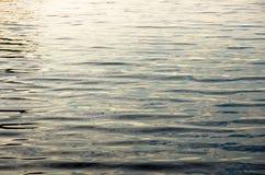 Textura de superfície do fundo da água do rio Foto de Stock Royalty Free