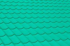 A textura de telhas de telhado verdes Fotografia de Stock Royalty Free