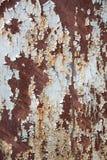 A textura de um ferro oxidado e de um azul que descascam fortemente a pintura imagem de stock royalty free