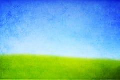 Textura de um monte com grama verde e o céu azul Foto de Stock Royalty Free