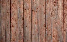 A textura de uma cerca de madeira rústica velha feita do plano processou placas A imagem detalhada de uma cerca da rua de um tipo Fotografia de Stock