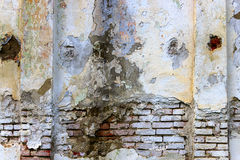 Textura de uma parede de tijolo velha com as colunas em cada lado Imagem de Stock