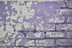 A textura de uma parede de tijolo muito velha com uma casca e um co áspero imagem de stock royalty free
